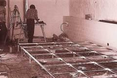 Aufbau-der-neuen-Bodenkonstruktion-ueber-roemischer-Kopfsteinpflaesterung