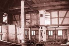 Absenkung-des-Bodens-im-Erdgeschoss.-Wohn-und-Mittelteil-des-Bauernhauses