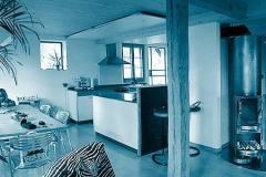 Kueche-und-Essplatz-im-umgebauten-Wohnteil-Fam.-Buerki