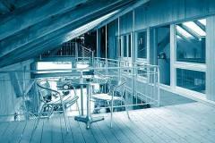 Neue-ueberdachte-Terrasse-Aussenbereich-im-Obergeschoss