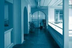 Laubengang-Innenhof-nach-Umbau-und-Sanierung