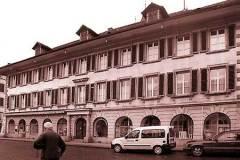 Platzschulhaus-Fassade-Rathausplatz-im-urspruenglichen-Zustand