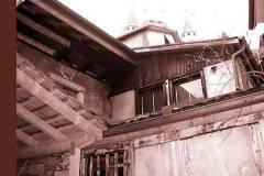 Zugebauter-alter-Aussehhof-oben-Truellgebaeude